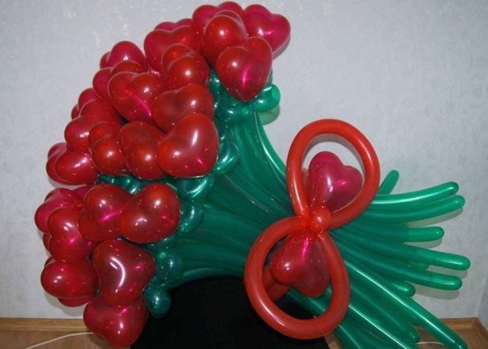 Букет сердечек из воздушных шариков