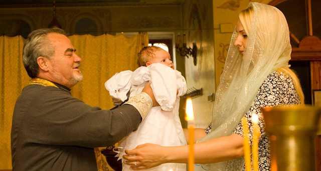 Таинство крещения ребенка - как выбрать крестных