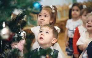 Сценарий новогоднего утренника в детском саду для младших групп