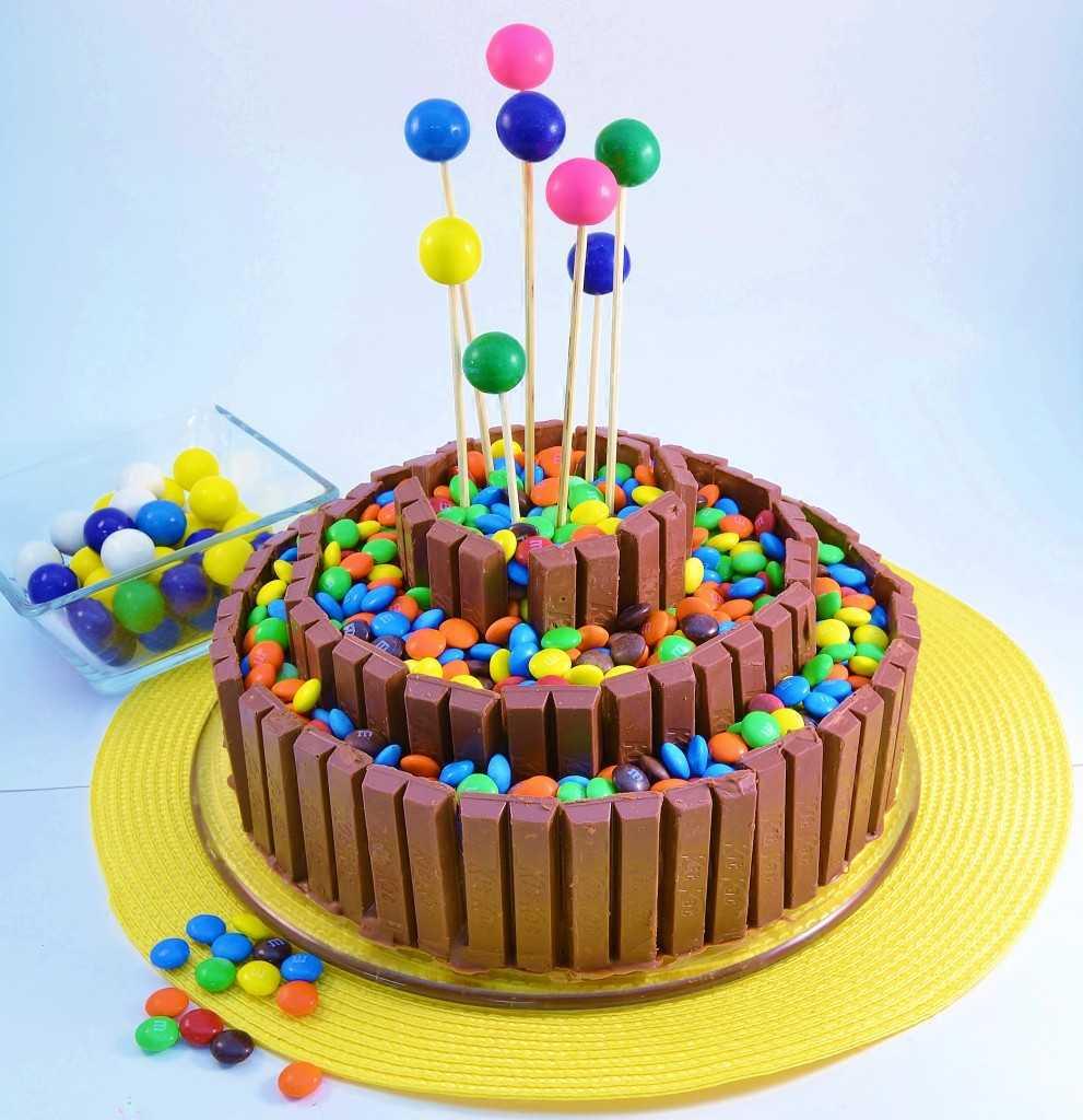 Торт из M&M's и Kit-Kat