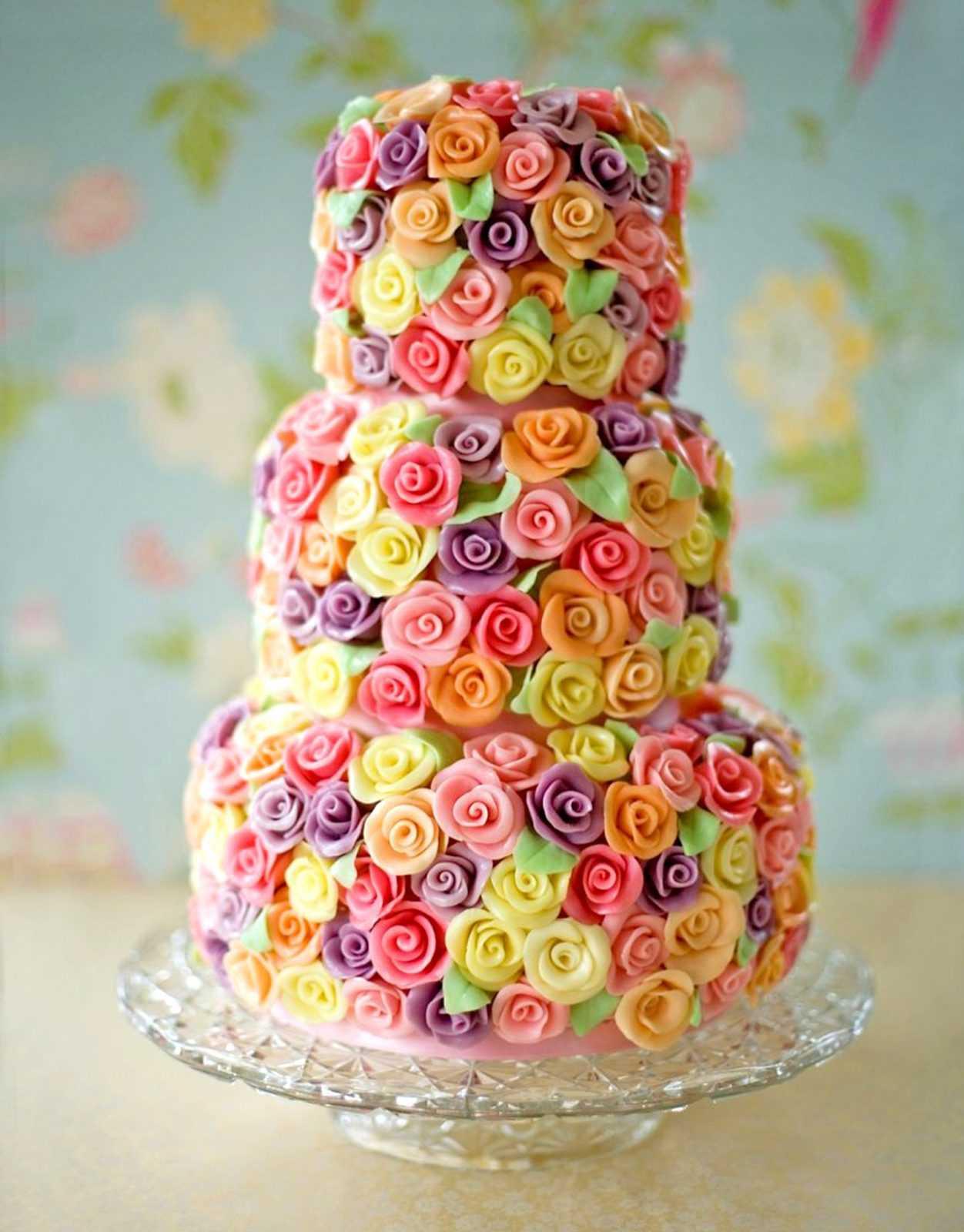 Торт из кремовых цветов