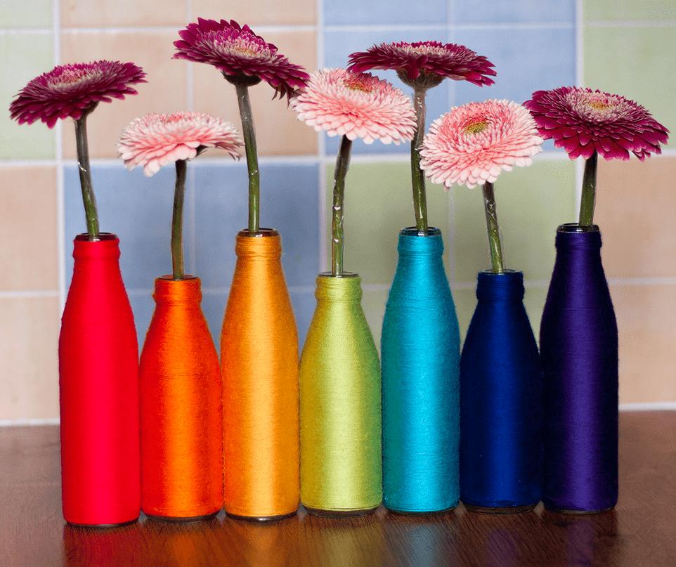 Украшение бутылки цветными нитками