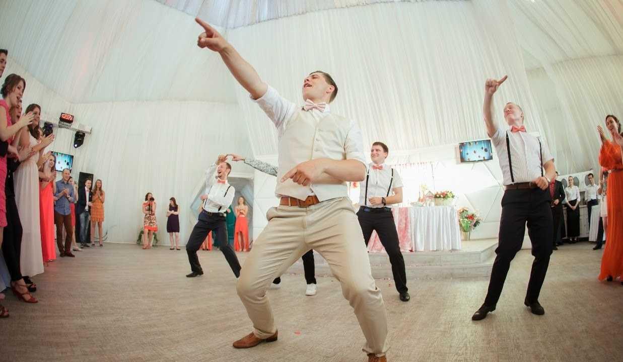Танцуют гости