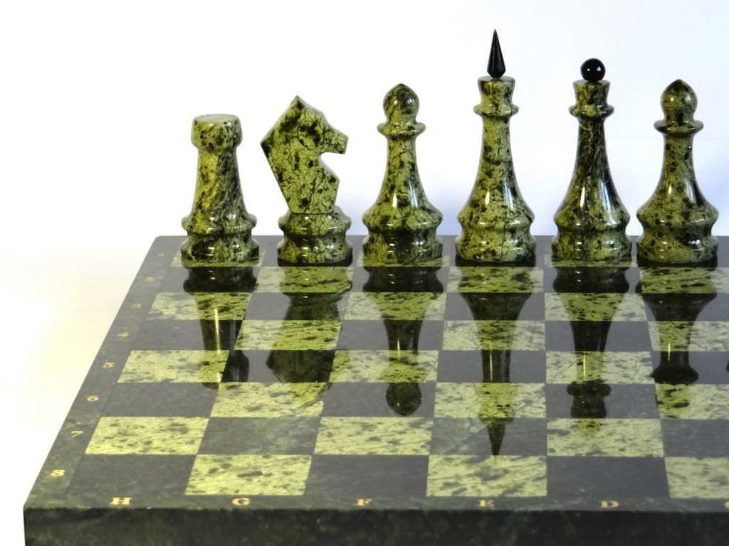 Шахматы из натуральных камней