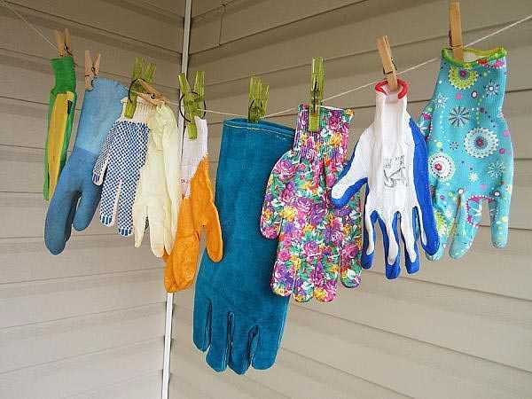 Перчатки разные