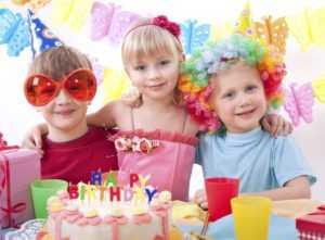 Как красиво украсить стол на детский день рождения своими руками