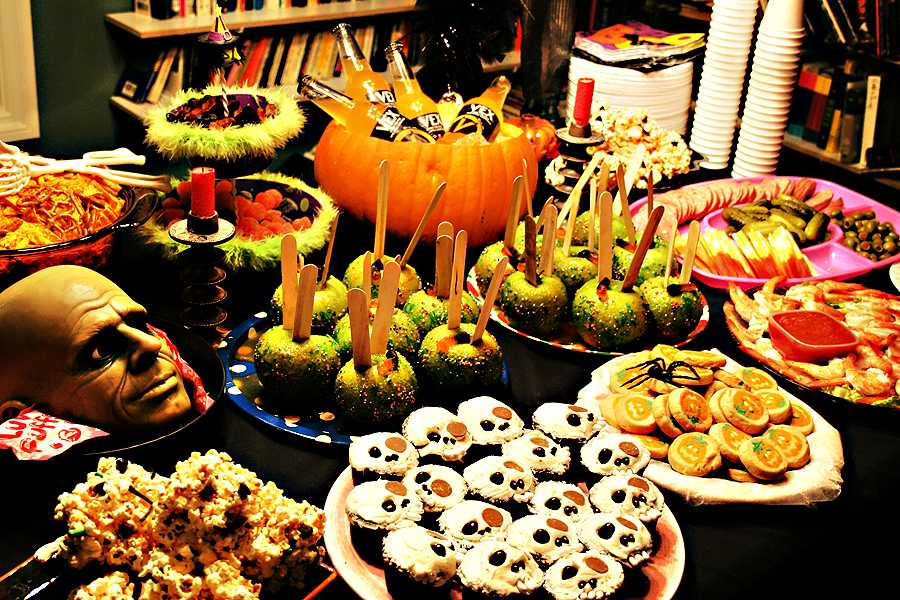 Вечеринка на Хэллоуин - стол