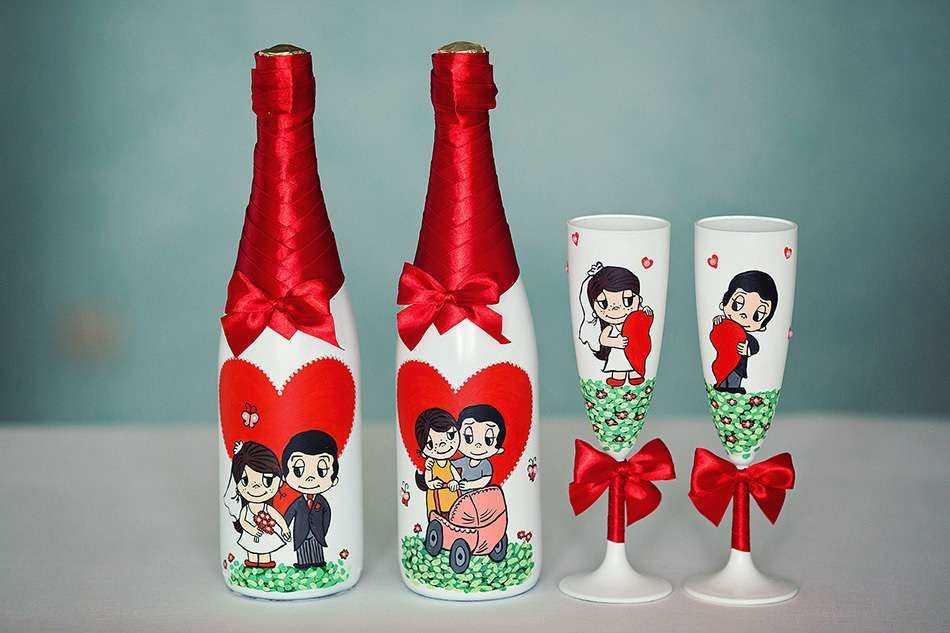 Украшение бутылки Love is