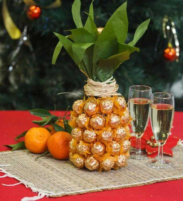 Украшение бутылки ананас
